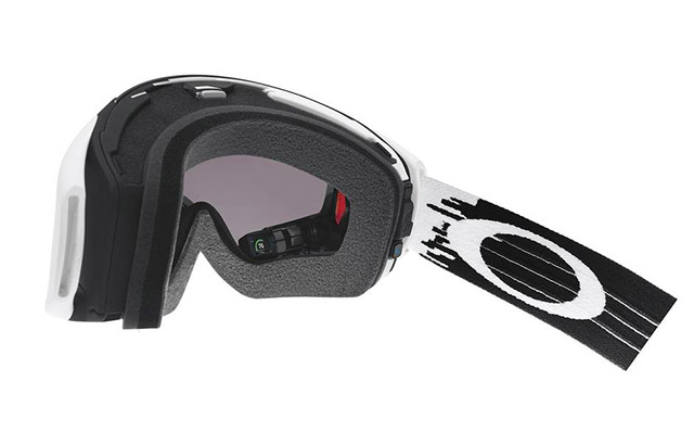 96e7a542d9a Object of desire  a ski mask with an interactive screen