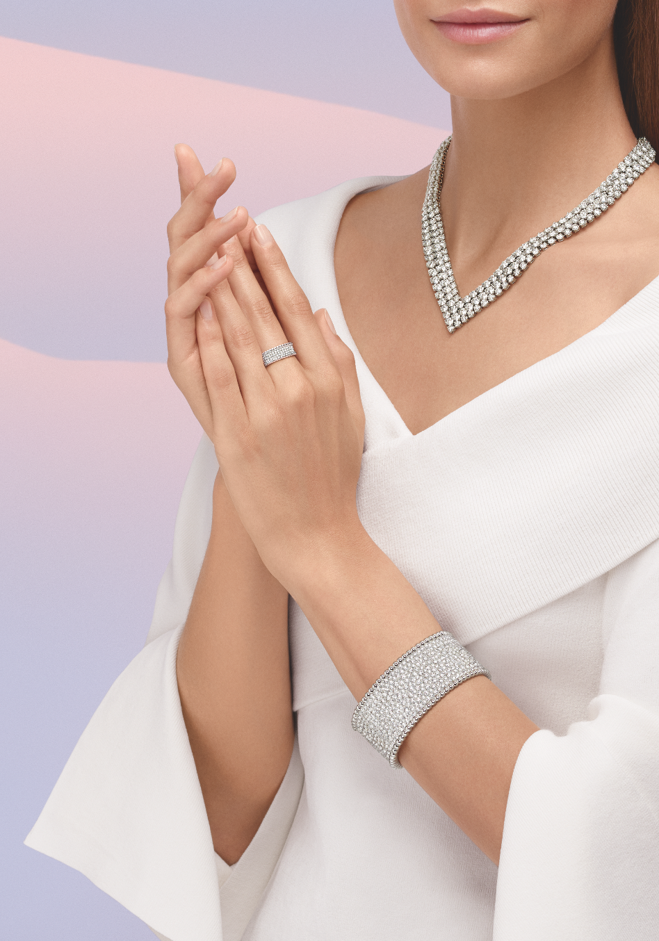 Van Cleef & Arpels' Perlée diamonds collection will take you through the festive season with breeze (фото 1)