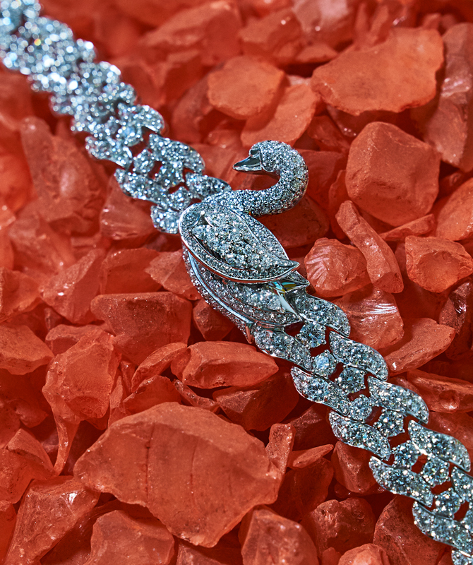 Buro. birthstone: Diamonds are everyone's best friend (фото 8)