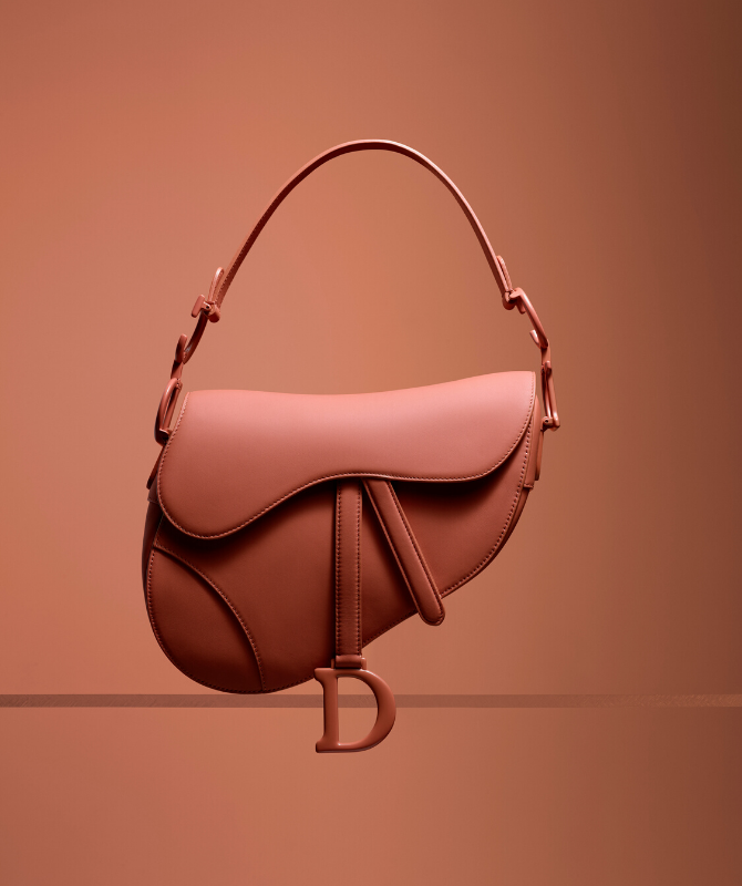 Some of Dior's most iconic pieces have gotten the matte makeover (фото 4)