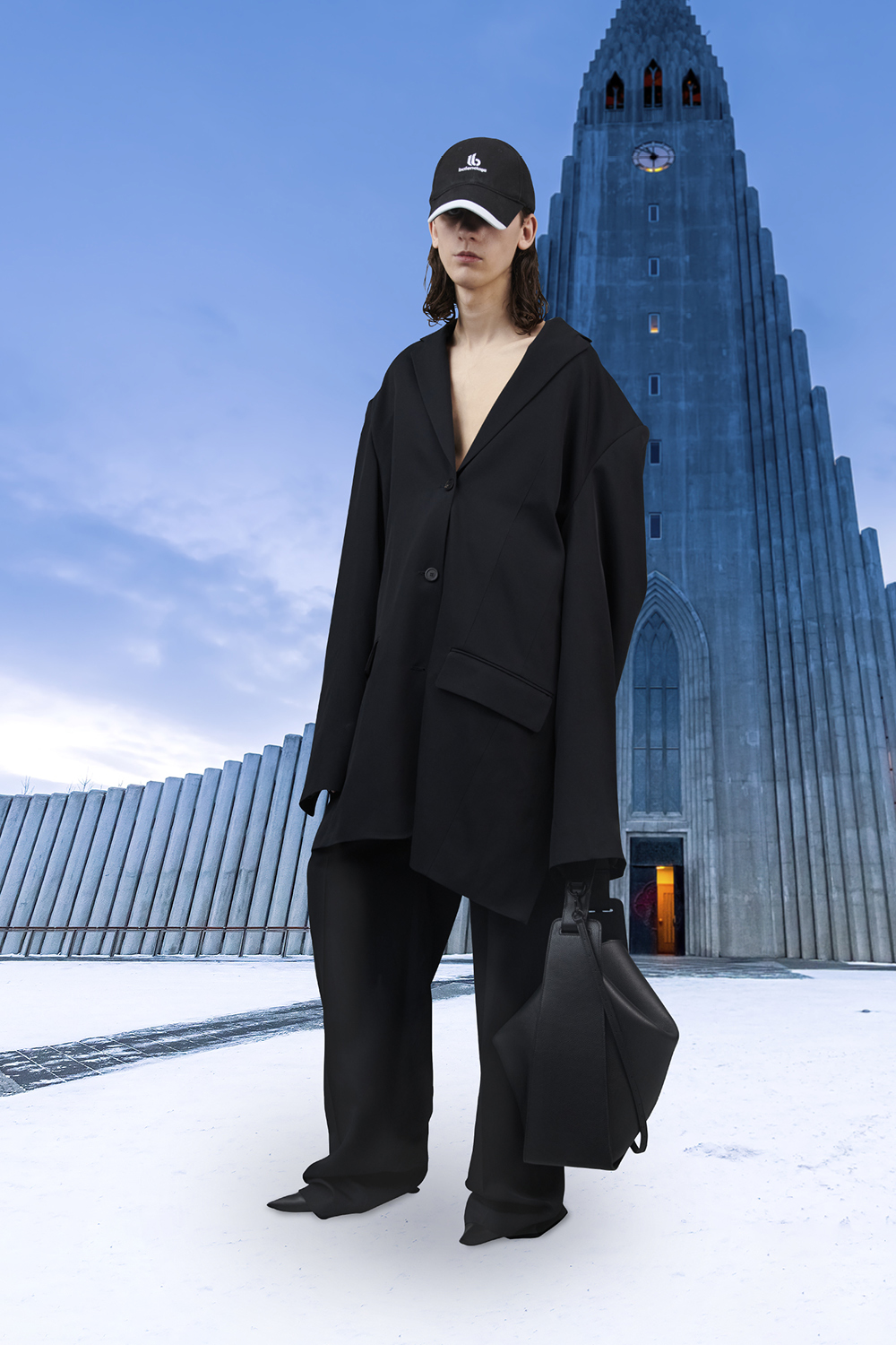 Take a trip around the world with Balenciaga's Winter '21 collection (фото 52)