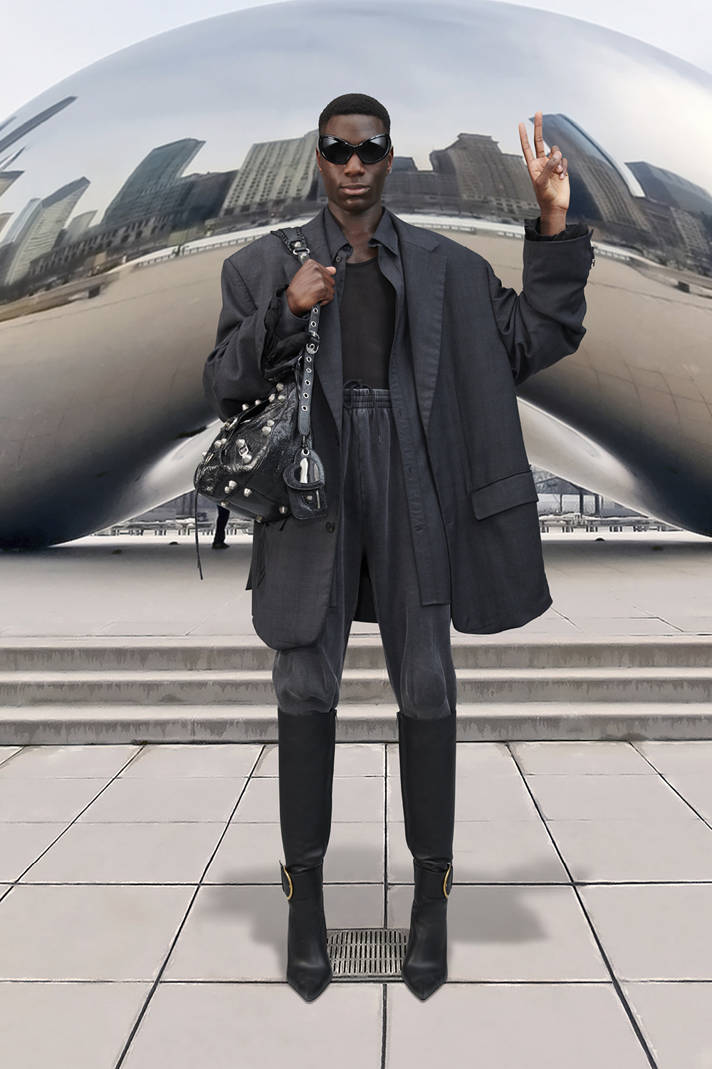 Take a trip around the world with Balenciaga's Winter '21 collection (фото 41)