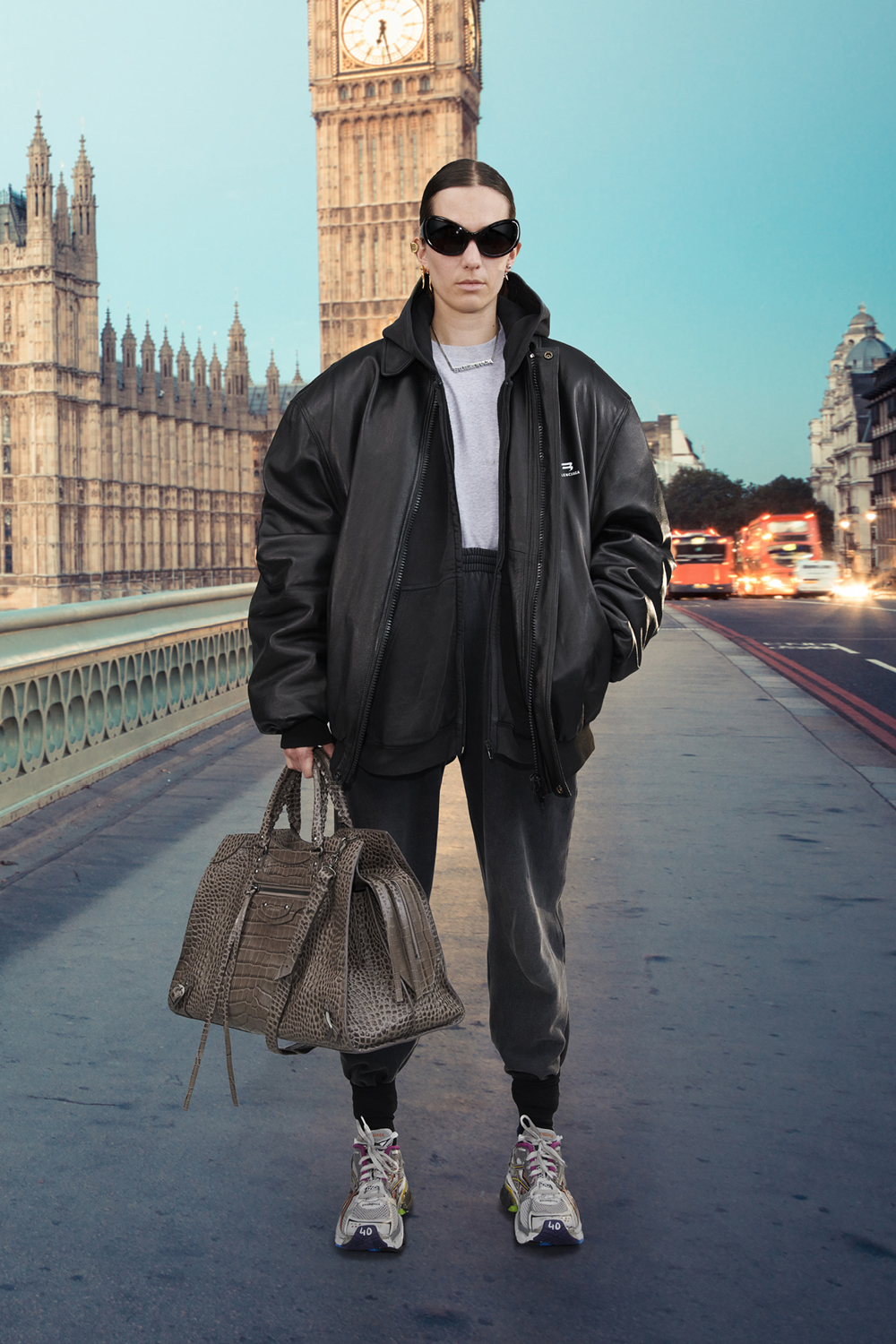 Take a trip around the world with Balenciaga's Winter '21 collection (фото 7)