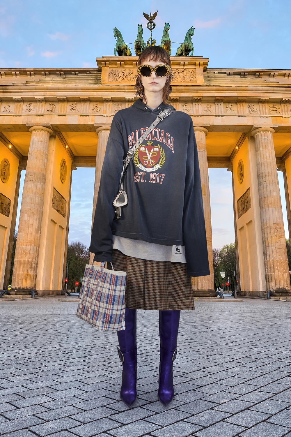 Take a trip around the world with Balenciaga's Winter '21 collection (фото 3)