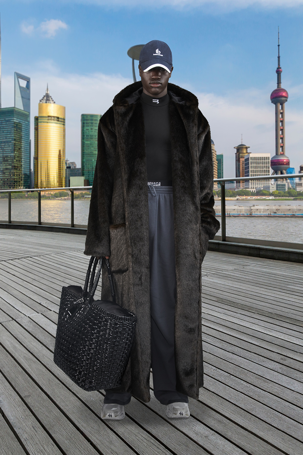 Take a trip around the world with Balenciaga's Winter '21 collection (фото 27)