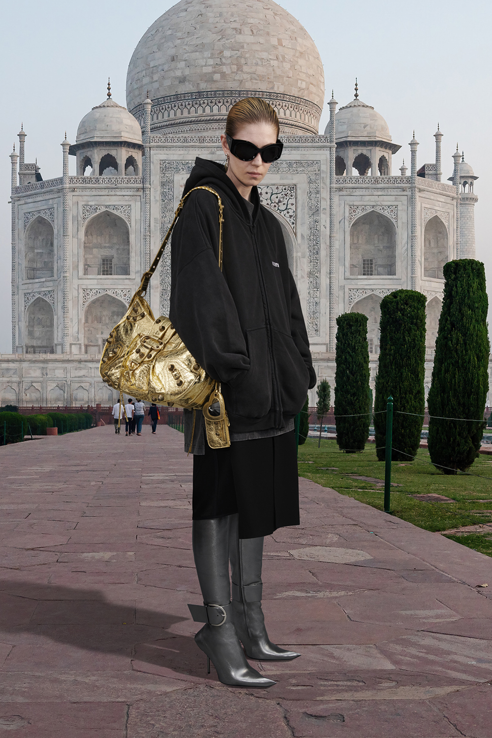 Take a trip around the world with Balenciaga's Winter '21 collection (фото 5)
