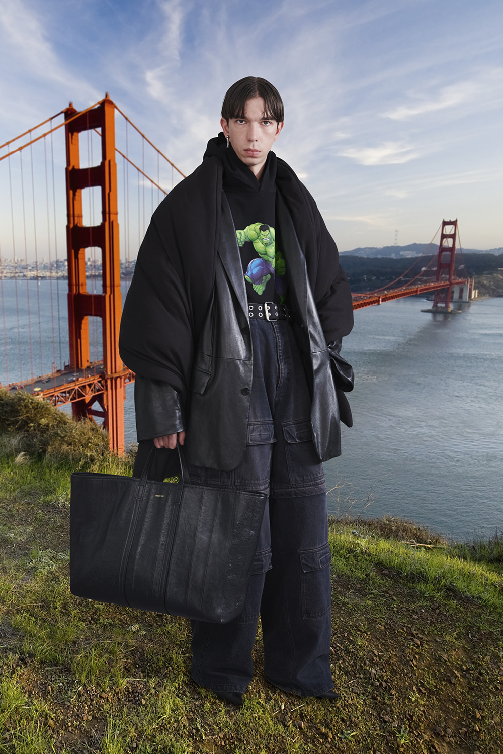 Take a trip around the world with Balenciaga's Winter '21 collection (фото 33)