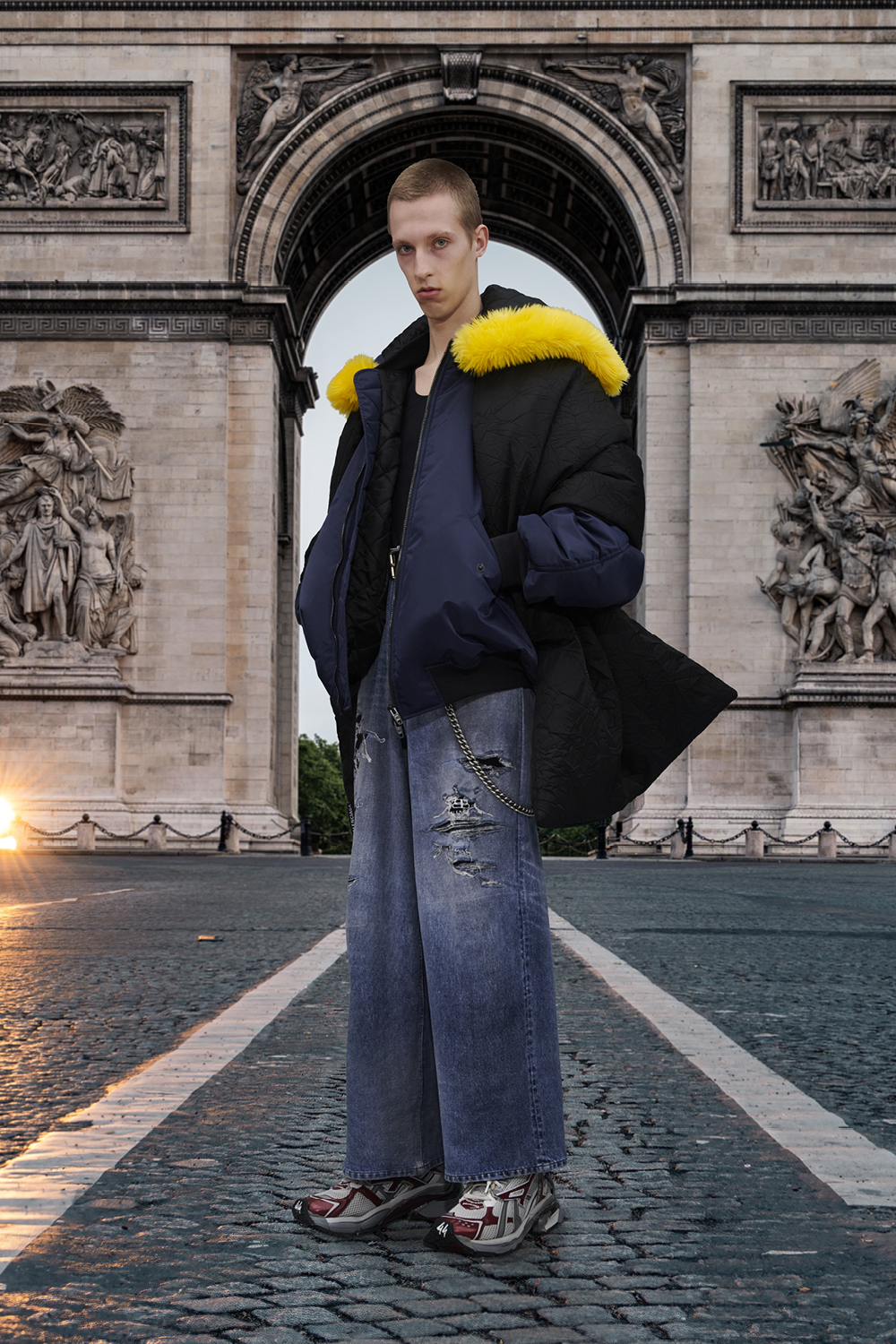 Take a trip around the world with Balenciaga's Winter '21 collection (фото 9)