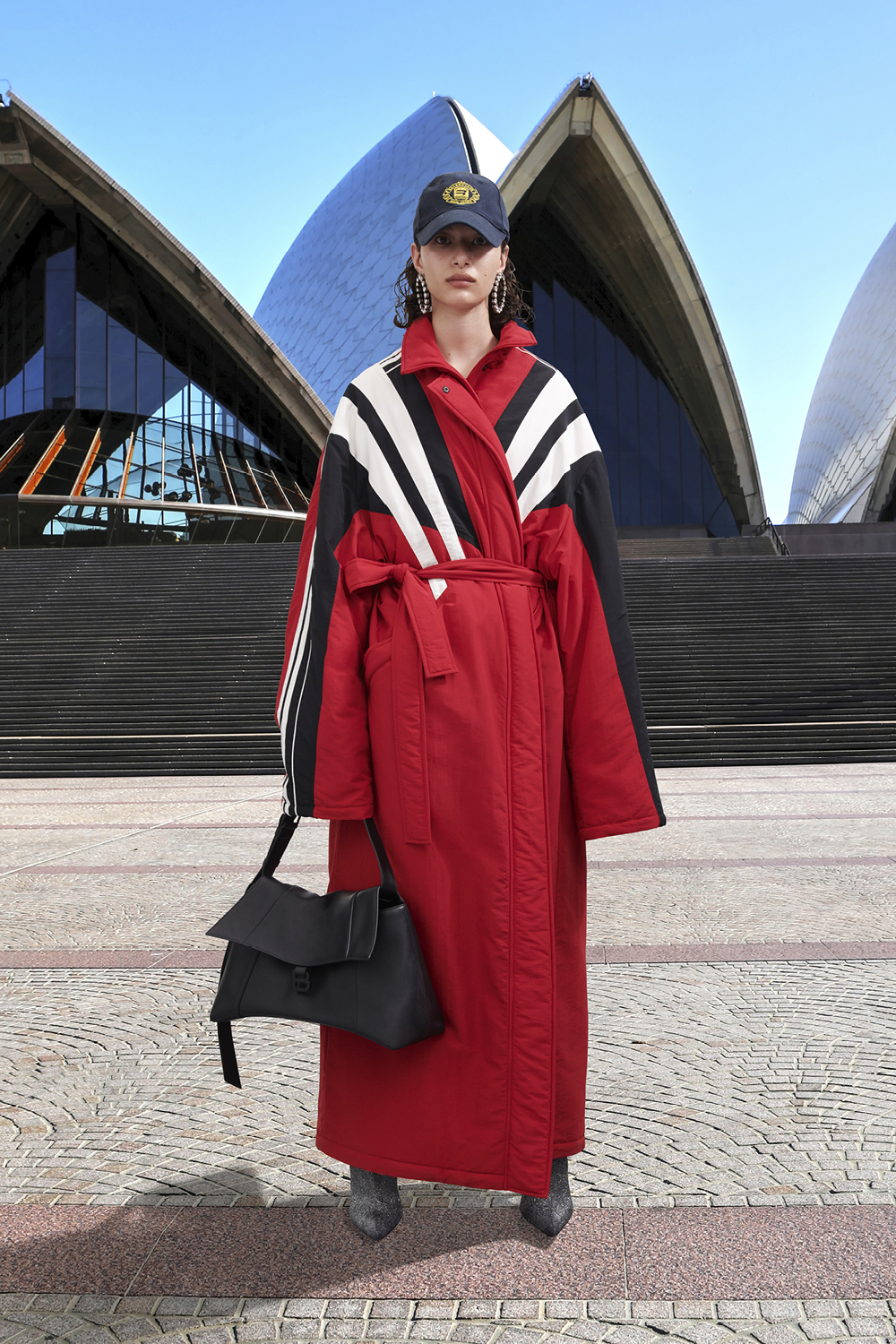 Take a trip around the world with Balenciaga's Winter '21 collection (фото 40)