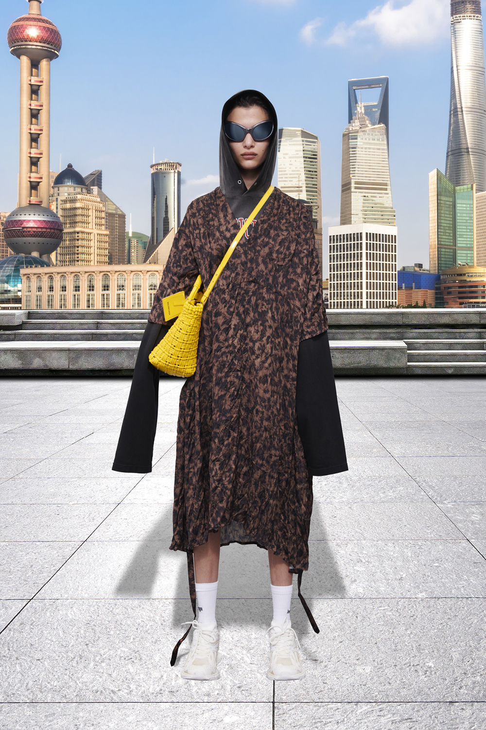 Take a trip around the world with Balenciaga's Winter '21 collection (фото 14)