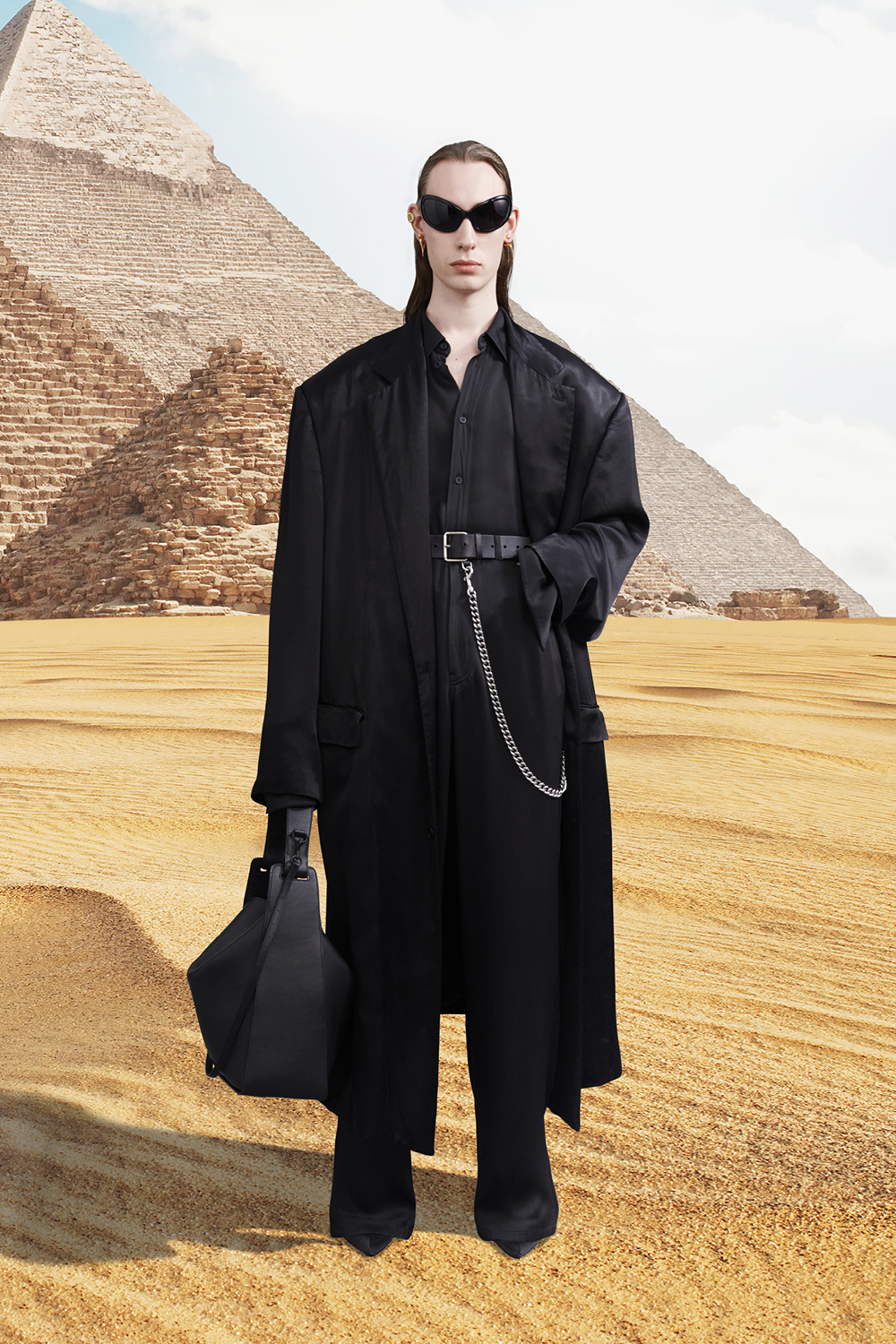 Take a trip around the world with Balenciaga's Winter '21 collection (фото 50)
