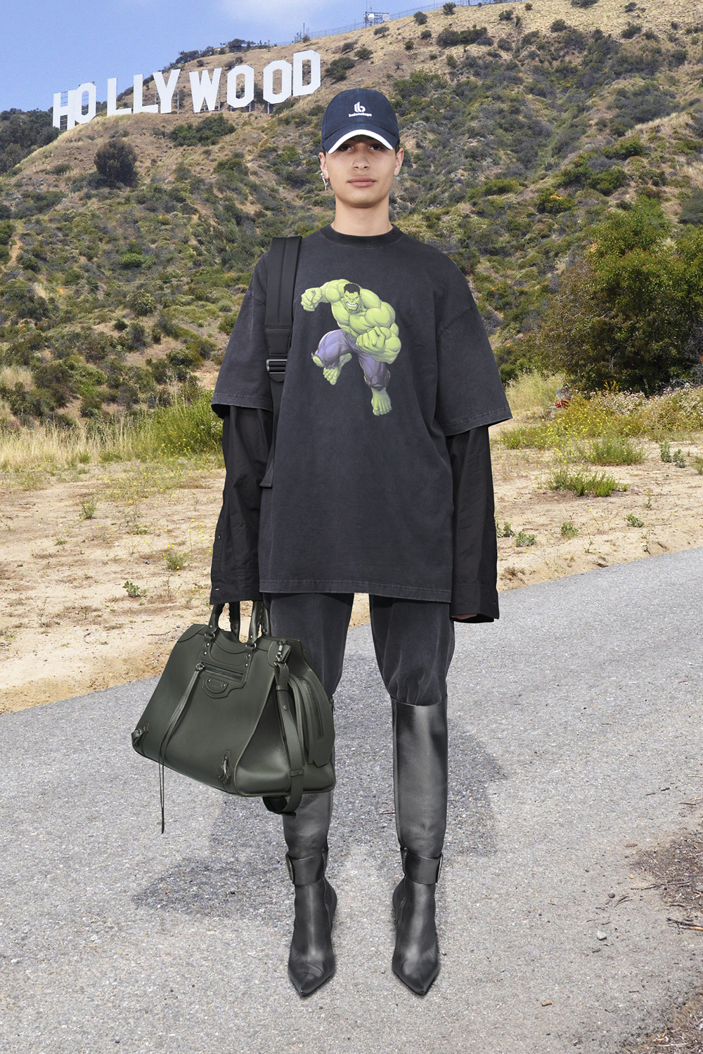 Take a trip around the world with Balenciaga's Winter '21 collection (фото 23)