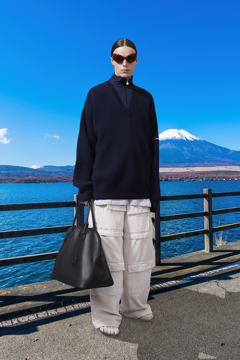 Take a trip around the world with Balenciaga's Winter '21 collection (фото 29)