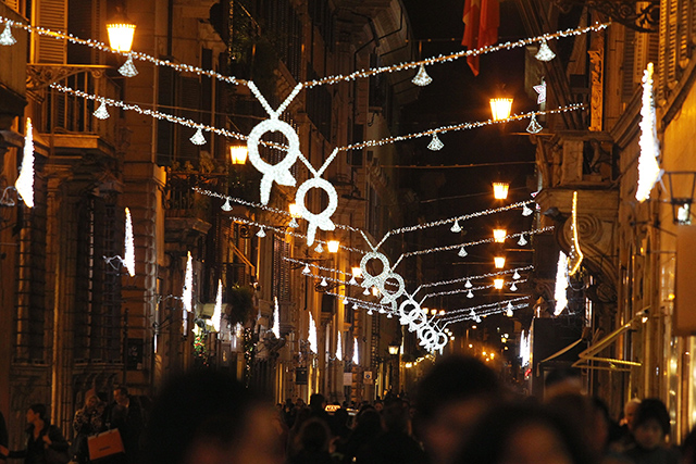 Bulgari debuts Christmas light installation the heart of Rome (фото 4)