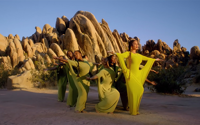 All of the designer outfits from Beyoncé's 'Spirit' music video (фото 2)