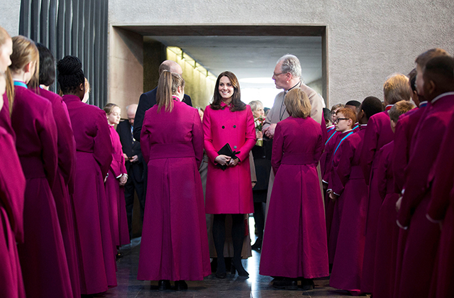 Coventry welcomes Prince William and Kate Middleton on a royal visit (фото 1)