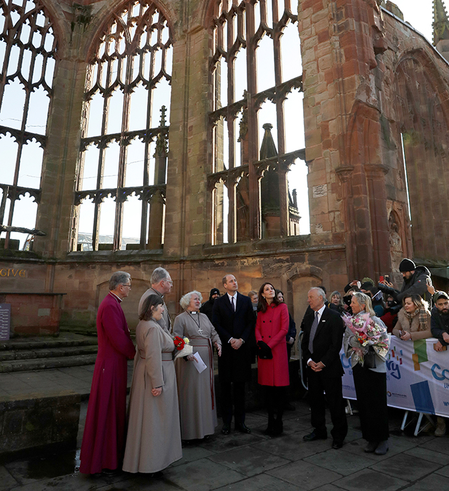 Coventry welcomes Prince William and Kate Middleton on a royal visit (фото 4)