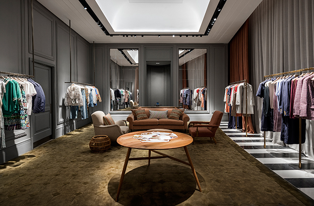 Burberry just opened its new store in The Dubai Mall (фото 2)