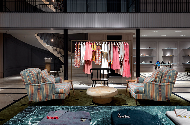Burberry just opened its new store in The Dubai Mall (фото 1)