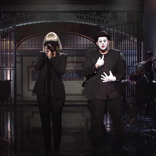 Sia sings \'Chandelier\' and \'Elastic Heart\' in a mime performance ...