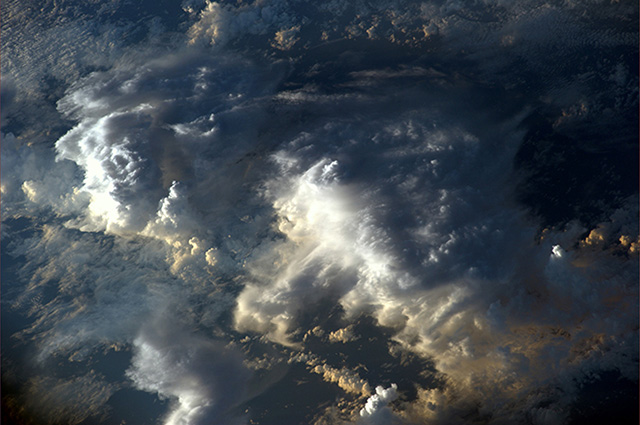 Rare photos of clouds shadows taken from space (фото 5)
