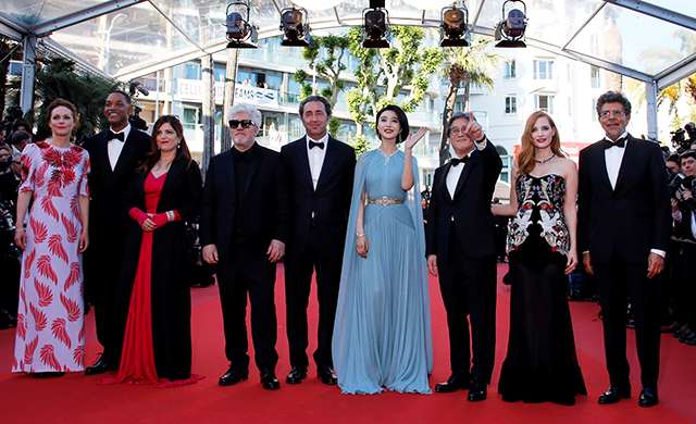 2017 Cannes Film Festival: Red carpet arrivals (фото 1)
