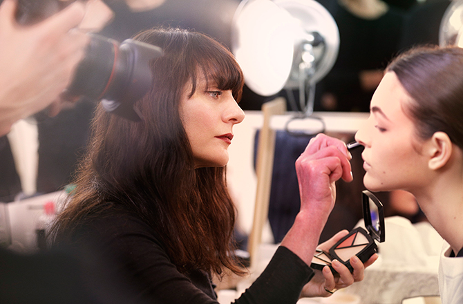 Here's how to get the beauty look from Chanel's Métiers d'Art show (фото 1)