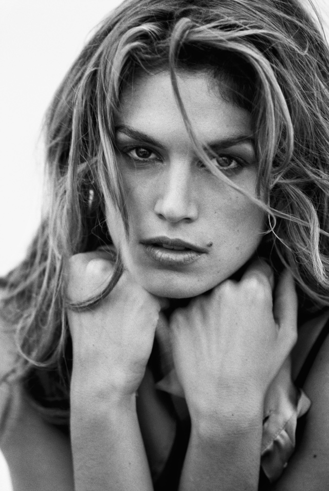 Book of the week: Becoming Cindy Crawford (фото 1)