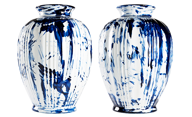One minute delft blue vase