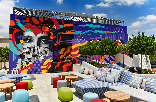 The W Hotel in Amman partnered up with regional street artist Dina Saadi on a new mural (фото 1)
