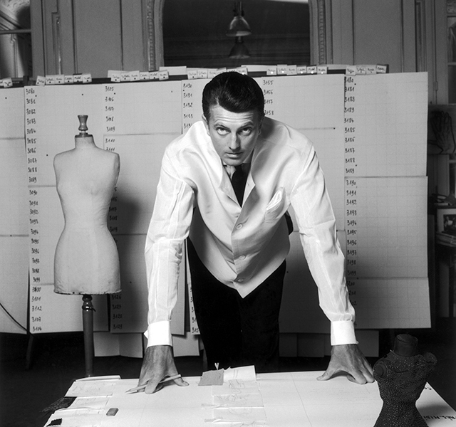 """Their relationship changed the history of fashion"" – Givenchy's biographer Eloy Martinez on Hubert de Givenchy and Audrey Hepburn (фото 2)"