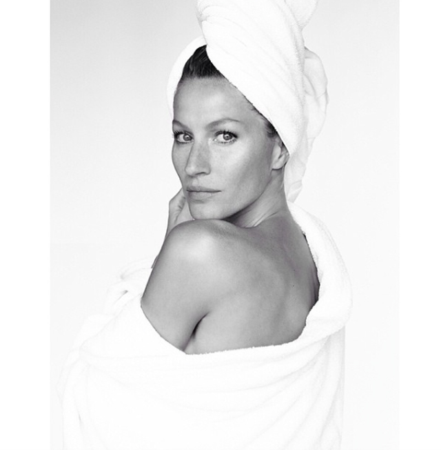 Mario Testino's Towel Series produces 100 portraits (фото 6)