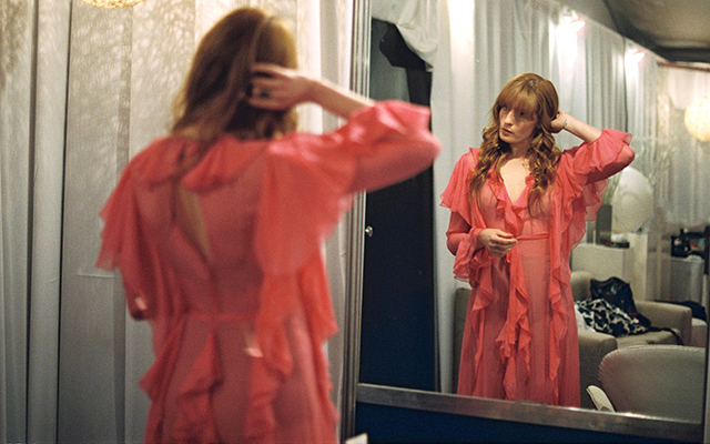 First look: Florence Welch flaunts Gucci wardrobe (фото 4)