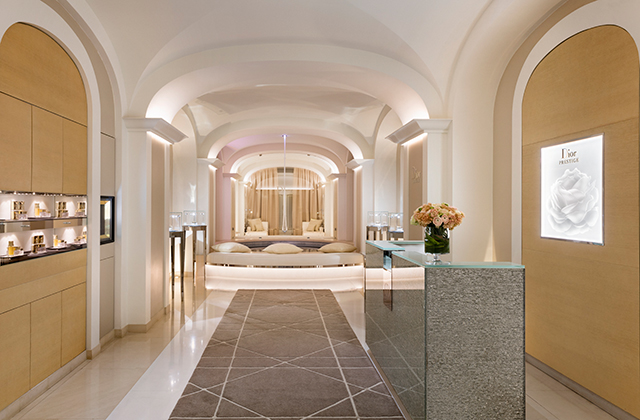Laurence Bloch on how the Dior Spa at Hôtel Plaza Athénée Paris embodies tradition and modernity (фото 1)