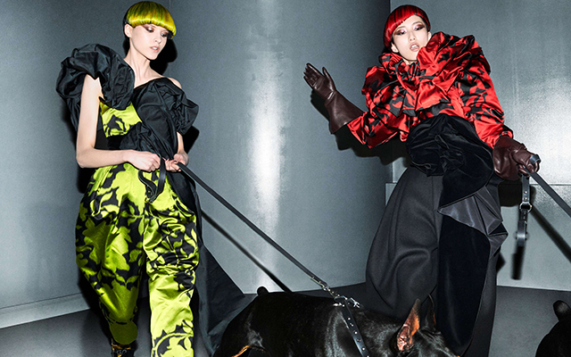 Marc Jacobs' new campaign makes dog-walking look so chic (фото 2)