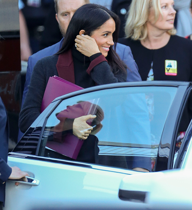 After a 22-hour flight, Meghan Markle looks impossibly good as she lands in Sydney for her first royal tour (фото 1)