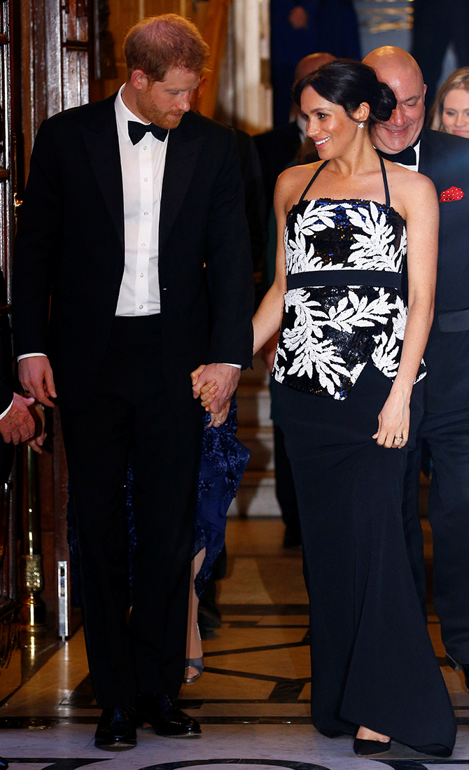Meghan Markle and Prince Harry attend the Royal Variety Performance 2018 (фото 1)