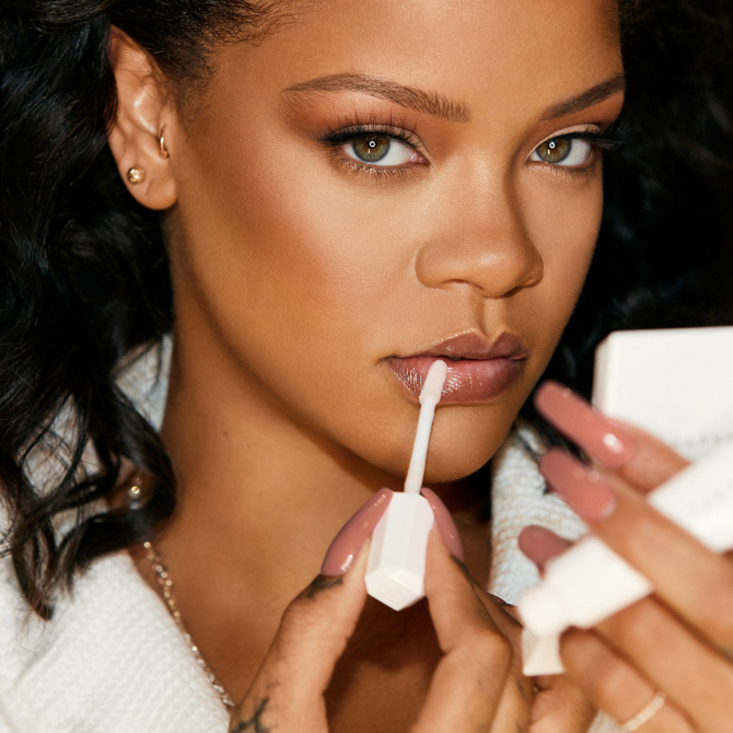 Get Rihanna's look with a full face of Fenty Beauty (фото 1)