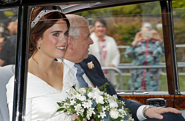 Just in: Princess Eugenie wears Peter Pilotto to marry Jack Brooksbank (фото 3)