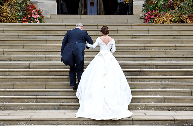 Just in: Princess Eugenie wears Peter Pilotto to marry Jack Brooksbank (фото 2)