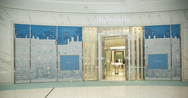 Tiffany & Co Holiday Windows arrive in the Middle East (фото 1)