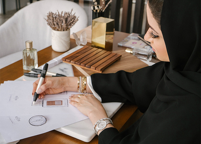 Emirati entrepreneur Yasmin Al Mulla debuted an exclusive collection for UAE National Day (фото 2)