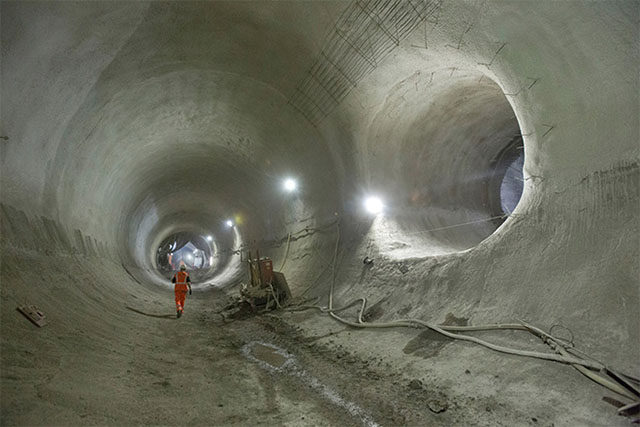 London's ambitious crossrail network project reaches half way mark (фото 5)