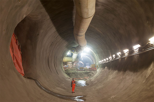 London's ambitious crossrail network project reaches half way mark (фото 6)