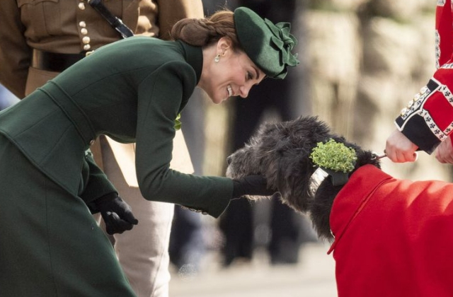 Kate Middleton's Alexander McQueen coat dress is so St. Patrick's Day (фото 1)