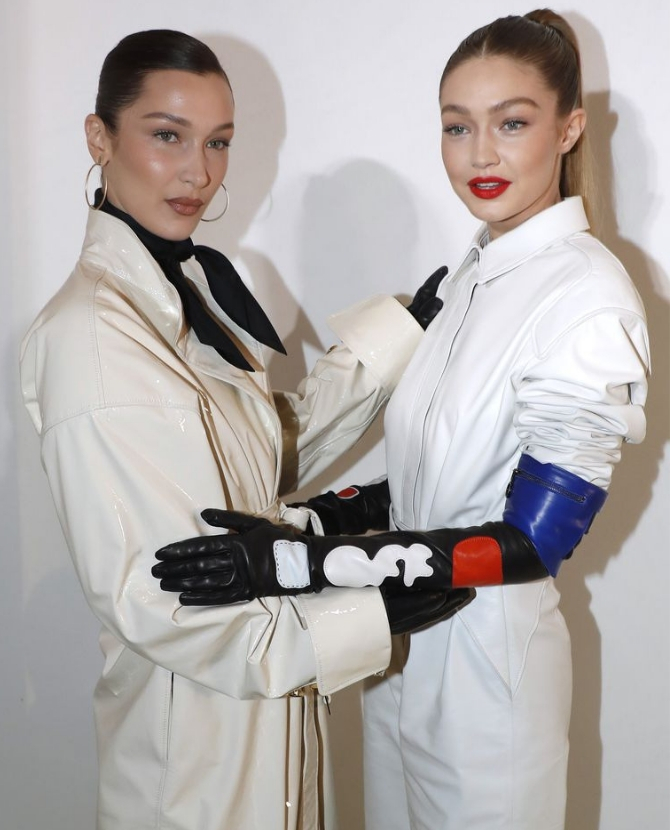 OK. We're practically seeing double with Gigi and Bella Hadid (фото 1)
