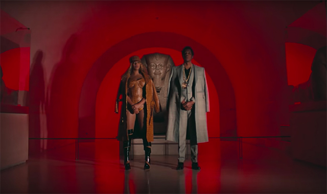 All of the designer outfits from Beyoncé's new film clip (фото 3)