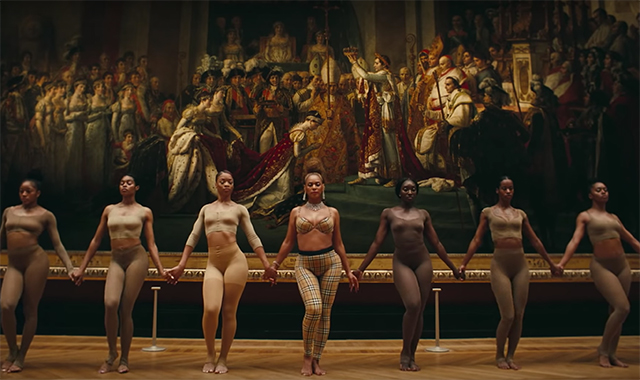 All of the designer outfits from Beyoncé's new film clip (фото 4)