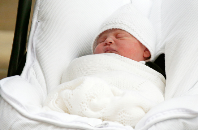 The Duke and Duchess of Cambridge introduce new prince to the world (фото 2)