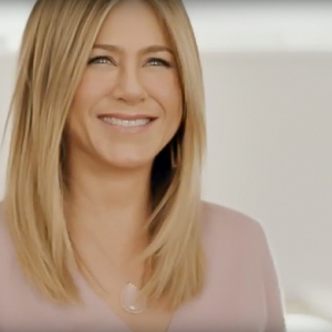 Jennifer Aniston returns to the sky with Emirates